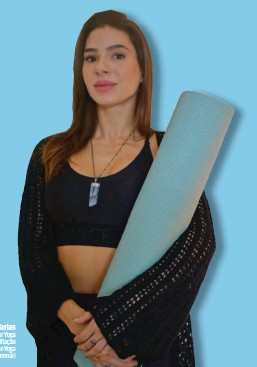 ??  ?? Mariana Vidal Farias Professora de Hatha Vinyasa e Power Yoga Pós-graduanda em Yoga e Meditação Inspire Studio de Yoga iogacommari