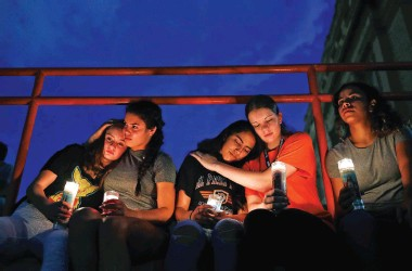 ?? JOHN LOCHER/ASSOCIATED PRESS ?? From left, Melody Stout, Hannah Payan, Aaliyah Alba, Sherie Gramlich and Laura Barrios comfort one another during a vigil for victims of the shooting Saturday in El Paso.
