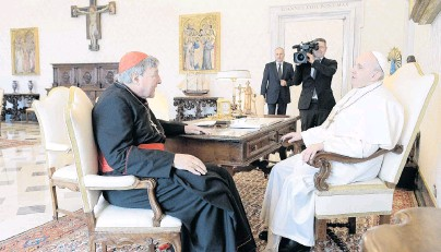 ?? PHOTO: REUTERS ?? When in Rome . . . Cardinal George Pell (left) attends a private audience with Pope Francis at the Vatican yesterday.