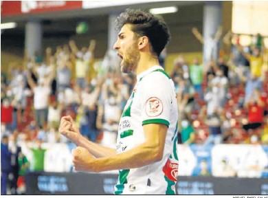 ?? MIGUEL ÁNGEL SALAS ?? Zequi celebra un gol durante un partido de esta temporada en Vista Alegre.