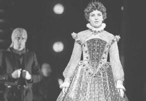 ??  ?? Приз зрительских симпатий достался Наталье Красиловой за роль Елизаветы.