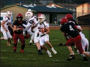 ?? JOSE QUEZADA, HUMEDIA — FOR THE TIMES-STANDARD ?? Eureka High Loggers sophomore running back Rogan Bode (center) played a key role in his team's win at Del Norte High School this weekend.