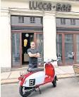 ?? Foto: gs ?? Freundliche Übernahme: Paul Berry und seine Lucca Bar, die künftig R10 heißen wird.