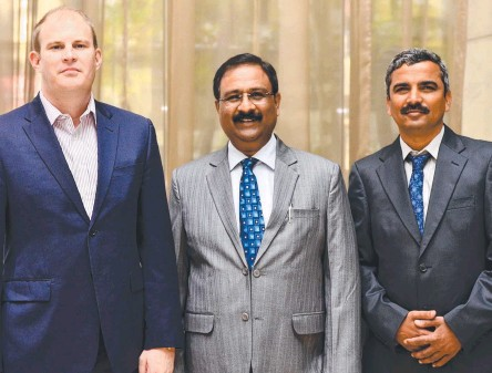 ??  ?? From left, Global Road Technology India CEO Ben James with senior executives A.K. Verma and Prashant Kalantri.