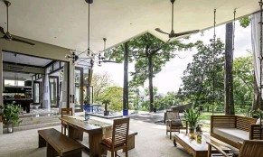??  ?? Canopy House was designed to blend seamlessly with the outdoors.