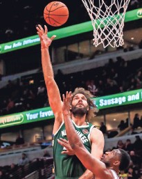 ?? EUROPEAN PRESS AGENCY ?? Robin Lopez tied for the team high with 14 points and chipped in five rebounds in the Bucks' preseason-opening win over the Bulls.