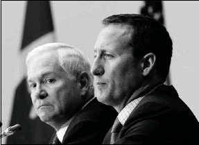 """?? Chris Wattie, Reuters ?? Defence Minister Peter MacKay, right, meets U.S. Secretary of Defense Robert Gates on Thursday. Gates described the F-35 fighter as a """"true fifth-generation fighter."""""""