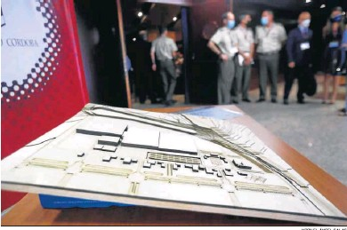 ?? MIGUEL ÁNGEL SALAS ?? Maqueta de la base logística del Ejército de Tierra en la zona de La Rinconada.