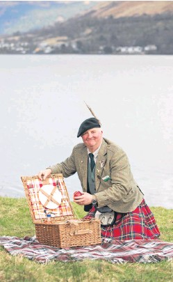 ?? Picture: Michael McGurk. ?? Enjoy a picnic with a bit of a difference – with your very own picnic butler showing you the sights.
