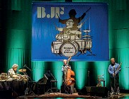 ??  ?? Il festival Da oggi alle 21.30 ogni venerdì e domenica c'è «Jazz a Domicilio» in streaming sul web, Facebook e su Radio Città Fujico. Questa sera il live di Nico Mencini Trio