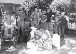 ??  ?? 73-річний волонтер Григорій Янченко з Херсона привіз чергову допомогу. Фото з архіву.
