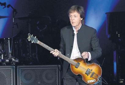 ?? AFP ?? McCartney recopila sus letras en dos libros de casi 500 páginas cada uno.