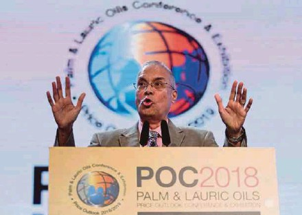 ?? PIC BY MOHAMAD SHAHRIL BADRI SAALI ?? Godrej International Ltd director Dorab Mistry has projected palm oil stocks of Indonesia and Malaysia to settle at less than 4.5 million tonnes by June.