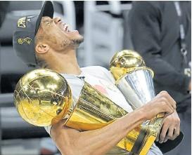 ?? AP ?? los trofeos de campeón y MVP: Giannis es amo y señor de la NBA