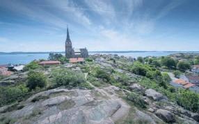 ?? Bild: Lasse Edwartz ?? Flaggberget bjuder på utsikt över Lysekil och på toppen finns ett utsiktstorn.
