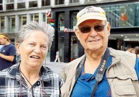 ??  ?? Günther ( 77) und Margarete ( 71), ein Rentnerpaar aus Berlin, reisen per Schiff ins Donaudelta und genießen die Sehenswürdigkeiten von Wien bei einem Zwischenstopp.
