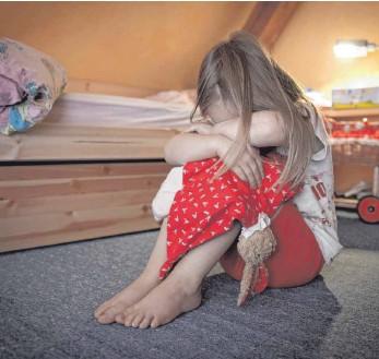 ?? FOTO: PATRICK PLEUL ?? 150 Fälle von Kindeswohlgefährdungen verzeichnete der Alb-Donau-Kreis bis Ende September dieses Jahres.