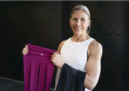 ?? FOTO: TIMO KARI ?? – Med en basgarderob för träning kommer man långt. Man behöver inte specifika kläder för varenda sport, säger Anna Markelin.