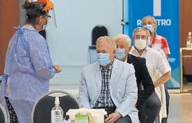 ?? TÉLAM ?? Prioridad. Ya vacunan a adultos mayores que trabajan en salud.