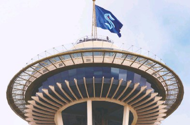 ?? ABBIE PARR / GETTY IMAGES FILES ?? The Seattle Kraken team flag flies above the city's famed Space Needle last July when the NHL revealed the expansion franchise's new team name.