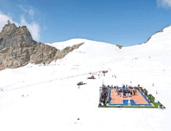 "??  ?? ""We don't of­ten get to play ... in such ex­treme con­di­tions,"" Tony Parker said of Aletsch Glacier."