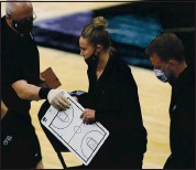 ?? ERIC GAY — THE ASSOCIATED PRESS ?? Spurs assistant coach Becky Hammon, center, became the first woman to coach a regular season NBA game when she took on the Lakers after head coach Gregg Popovich was ejected.