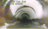 ?? AP-Yonhap ?? This photo from remote camera video provided by the Los Angeles Department of Sanitation shows where 13-year-old Jesse Hernandez traced an arc with his fingers, the small arc at center left, as he was swept through a 4-foot diameter pipe after falling...