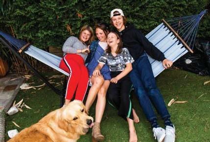 ??  ?? Annick Van Thillo uit Wilrijk met haar pubers Elena, Luna en Esteban.