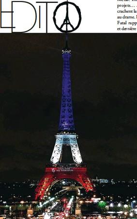 """??  ?? Ci-contre, la tour Eiffel symboliquement illuminée aux couleurs tricolores, arborant la devise de Paris. En haut """"Peace for Paris"""", le symbole de paix de Paris, de l'illustrateur Jean Jullien, un Français qui vit à Londres."""