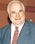 ?? FOTO: MICHAEL JUNG/DPA ?? Ehrung für den Kanzler der Einheit: Helmut Kohl auf einem Bild aus dem Jahr 1998.
