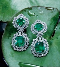 ??  ?? Chopard uses only ethically sourced minerals in its Green Carpet collection