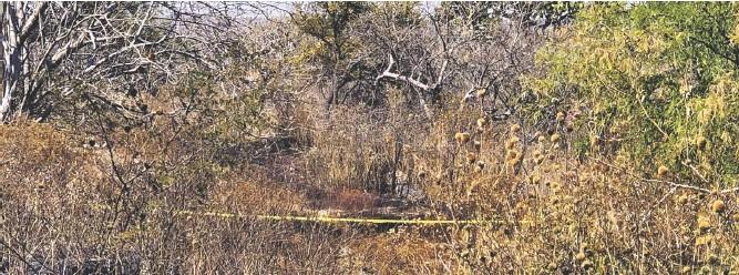 ??  ?? El área fue acordonada por elementos policiacos, en espera de elementos de Investigación para recabar pruebas en el lugar.