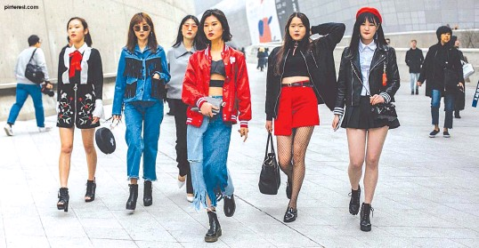 Pressreader The Freeman 2018 11 06 The Best Street Style From Seoul Fashion Week Spring 2019