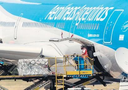 ?? Presidencia ?? Un nuevo vuelo de Aerolíneas partirá hacia Moscú a traer otra partida de la Sputnik V.