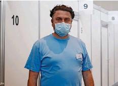 ??  ?? Ilir Pireva (45) aus Reiden erhält als Personenbegleiter viele positive Rückmeldungen.