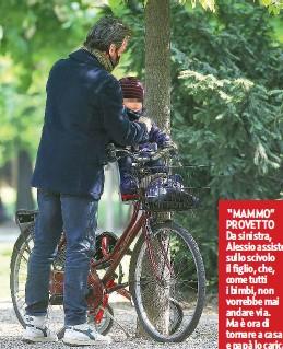 """??  ?? """"MAMMO"""" PROVETTO Da sinistra, Alessio assiste sullo scivolo il figlio, che, come tutti i bimbi, non vorrebbe mai andare via. Ma è ora di tornare a casa e papà lo carica amorevolmente sulla bicicletta."""
