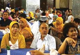?? ALFARISI SALMAN/JAWA POS ?? BERSAMA: Agen Jawa Pos Surabaya, Gresik, dan Sidoarjo menghadiri buka bersama kemarin.