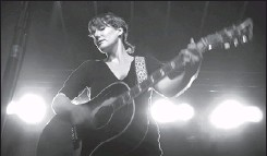 ?? ASHLEY FRASER, THE OTTAWA CITIZEN ?? Kathleen Edwards headlines last night's Westfest performance. Richmond Road was closed down yesterday for the diverse three-day festival.