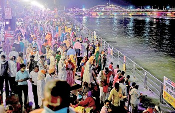 ?? — AFP file photo ?? Hindu devotees gather on the banks of Ganges River during the ongoing religious Kumbh Mela festival in Haridwar.