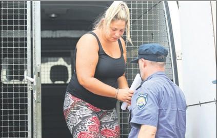 ??  ?? ZA TISUĆU EURA PO OSOBI U Rijeci je jučer privedeno 13 osumnjičenih zbog krijumčarenja oko stotinu ljudi