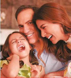 ??  ?? Su hija Emilia estudió en la casa su primer año escolar; su esposo, Juan Manuel Barraza, organizó su oficina en el comedor.