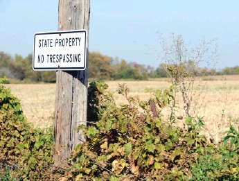 ?? SUN-TIMES FILES ?? A sign, pictured in 2012, marks land acquired by the state for the long-proposed Peotone airport.