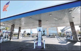 ?? K.M. Cannon Las Vegas Review-journal @Kmcannonphoto ?? Chevron stations across the Las Vegas Valley, including this one at Rancho Drive and Bonanza Road, faced a shortage of regular gasoline Monday. A Chevron representative said the shortage began over the weekend.