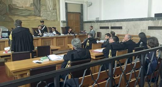 ??  ?? Dibattimento Nel corso dell'udienza di ieri in tribunale a Bolzano è stata ascoltata la testimonianza di un maresciallo della Guardia di Finanza in servizio come agente di polizia giudiziaria presso il tribunale stesso
