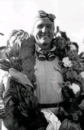 ?? (Getty Images) ?? Il primo Nino Farina vincitore del Gp di Silverstone, il 13 maggio 1950: iniziava la Formula 1