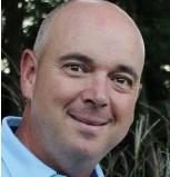 ??  ?? Benoît Mercier, président du conseil d'administration du club de golf Le Blainvillier, a procédé à la nomination de Gary Lagden, professionnel de golf, pour occuper la double fonction de directeur général et professionnel de golf en titre du club de...