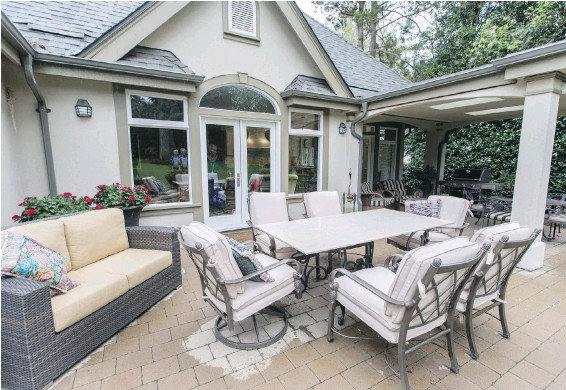 ??  ?? The owners of this renovated Uplands home, who have been married for 60 years, love entertaining and created a large, comfortable outdoor space for warm-weather socializing.