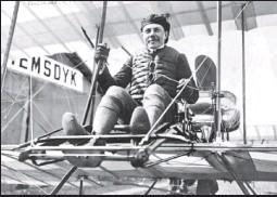 ??  ?? В 1910—1912 годах Сергей Уточкин совершил около 150 полетов