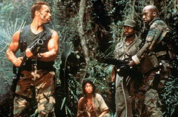 ??  ?? Joel Silver impulsó la carrera de Arnold Schwarzenegger con «Commando» (foto superior) y «Depredador» (centro y abajo).