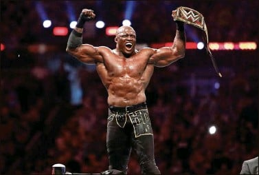 ??  ?? In the WWE Championship match, Bobby Lashley celebrates his win against Drew McIntyre, defending his title.